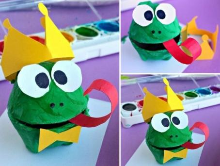 basteln-eierschachteln-froschkönig-frosch-krone-papier-zunge-fliege