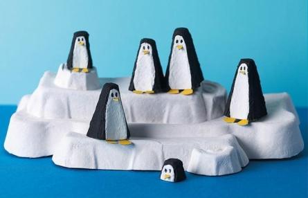 basteln-mit-eierschachteln-pinguine-idee-einfach-bemalen